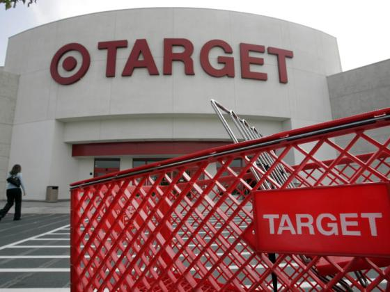 Target goes after growth with free phones | Retail Leader